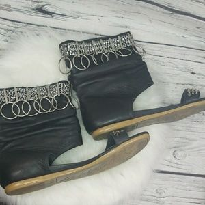 Zigi Girl Radiant leather silver jeweled sandals 7